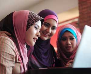 Perspektif Hukum Ekonomi Syariah dalam E-Commerce Proses transaksi perniagaan atau jual beli dalam sebuah bisnis online syariah dapat dikatan sah apabila telah memenuhi rukun dan syarat yang telah ditentukan oleh hukum ekonomi syariah. Mengenai rukun...