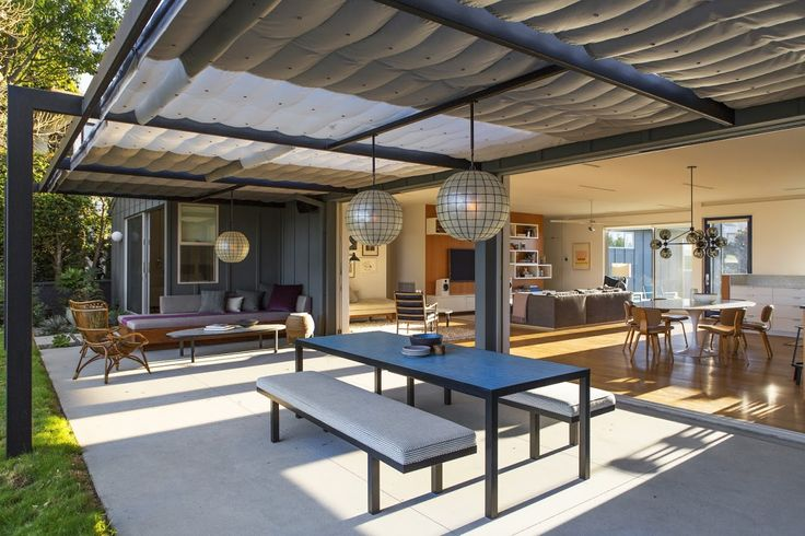 A midcentury ranch house reinvented for indoor-outdoor living: LA remodel by Barbara Bestor Architecture, DISC Interiors, and Judy Kameon; Laura Joliet photo | Remodelista