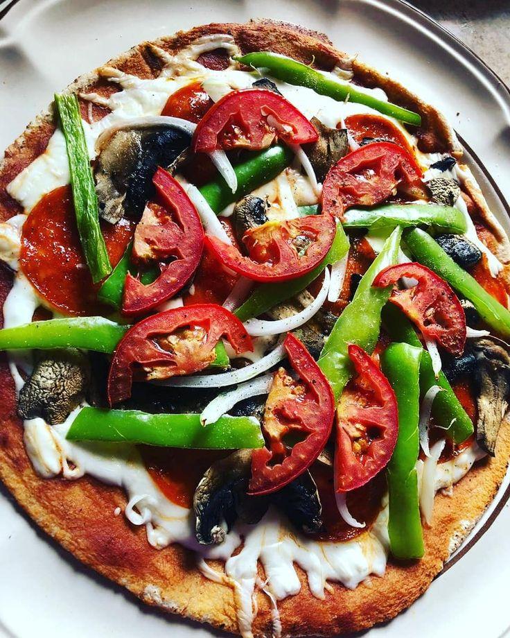 Pizza fit🤤🤤 Quien no ama la pizza?🤔 . INGREDIENTES: -1 pan pita -80 gr …