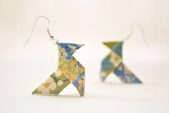Boucles d'oreilles origami liberty kaki et bleu fleuri par Joliejye, €28.00