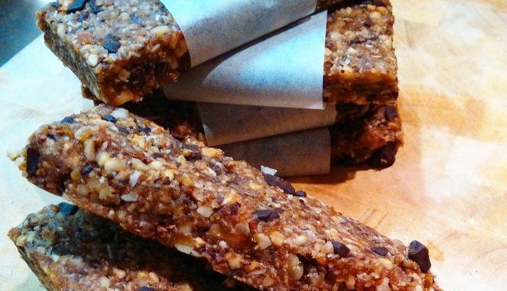 Dadel-vijgen-repen, makkelijk te maken en ontzettend lekker tussendoortje! Even doorklikken voor het recept.