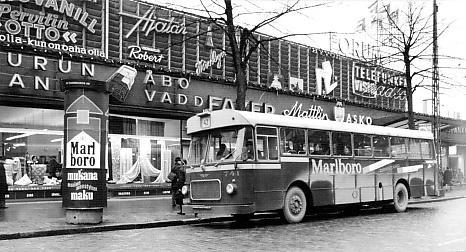 Bussi vanhan Forumin edessä 1966