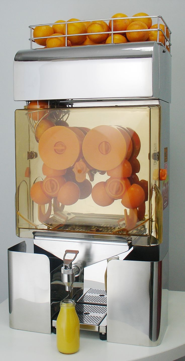 The Citra Cruz 20S Commercial Juicer is the middle juicer model in the primary three model range.  It has a fruit hopper which holds 11kgs of oranges and it automatically feeds the juicer until empty. This feature is an advantage for the busier outlet.  Its gleaming steel finish is highly attractive and complimentary to any back bar.