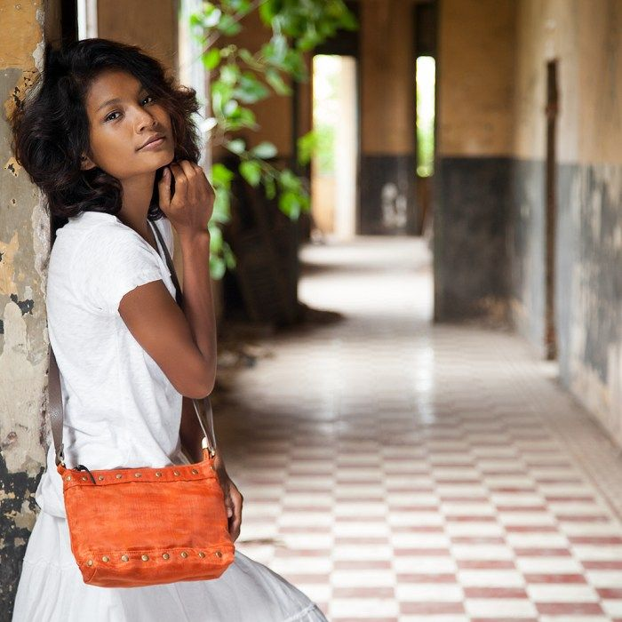Style with a conscience. Cluster – Smateria Ethical Shoulder bag. Shop online Smateria bags in Canada.
