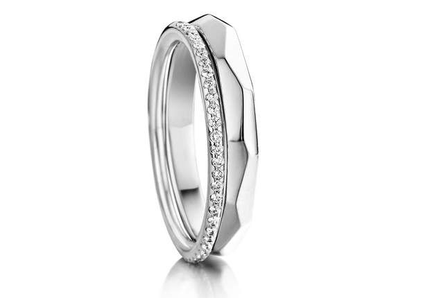 Or blanc et diamantsCombinaison de bagues en or blanc et diamants.One More, 1 113 €.