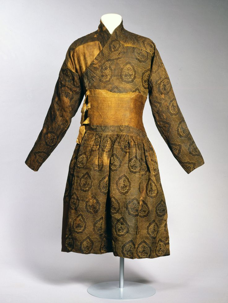 Caftan sewn from a lampas woven textile silk with gilded for Caftan avec satin de chaise