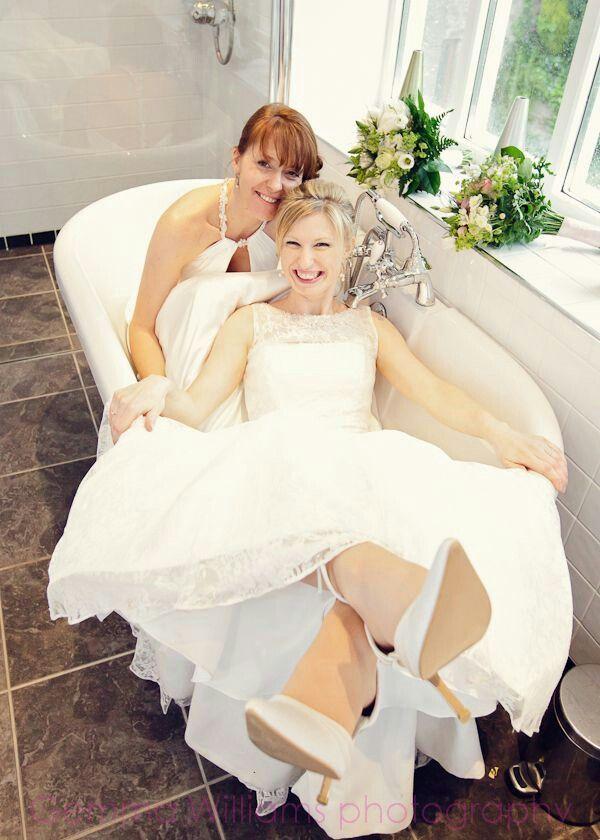 Lesbian sisters marry