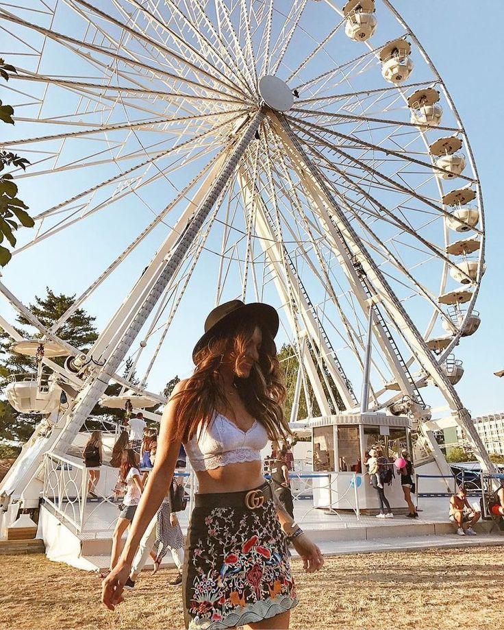 @sandrabendre s-a distrat la Untold Festival cu bralette-ul nostru alb, perfect pentru zilele călduroase de festival. ❤️