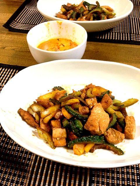 旦那さんの風邪もスッカリ良くなり、毎食うどん作りから開放です(^ ^)v - 59件のもぐもぐ - 鶏肉、ゴーヤ、セロリの塩麹炒め いなばのタイカレー(レッド) by あゆみ