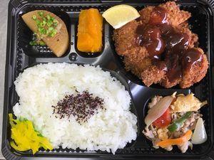 平成29年9月11日(月)ランチメニュー:チキンカツ/豚肉と玉子の中華風/かぼちゃ煮/大根ソテー