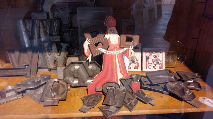 Sint Nicolaas tentoonstelling: Wie zoet is krijgt lekkers 2016 chocoladeletters mallen