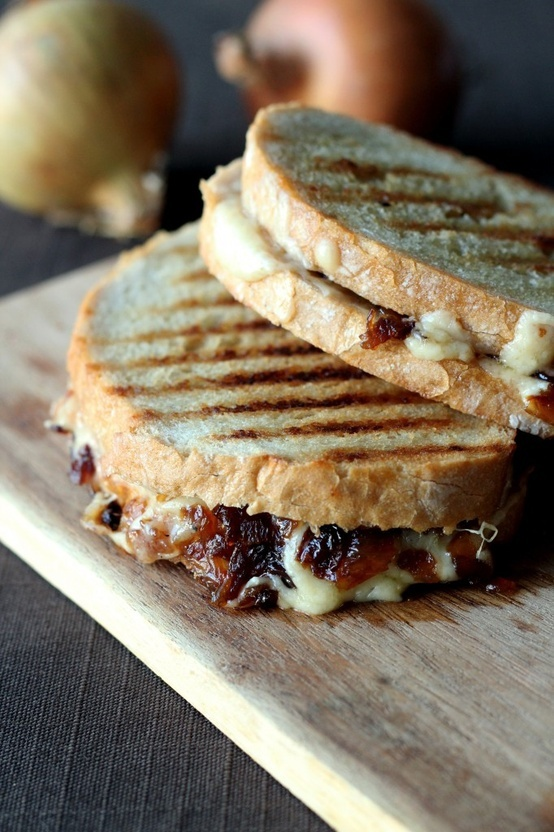 Grilled sandwich with cheese and caramelized onion