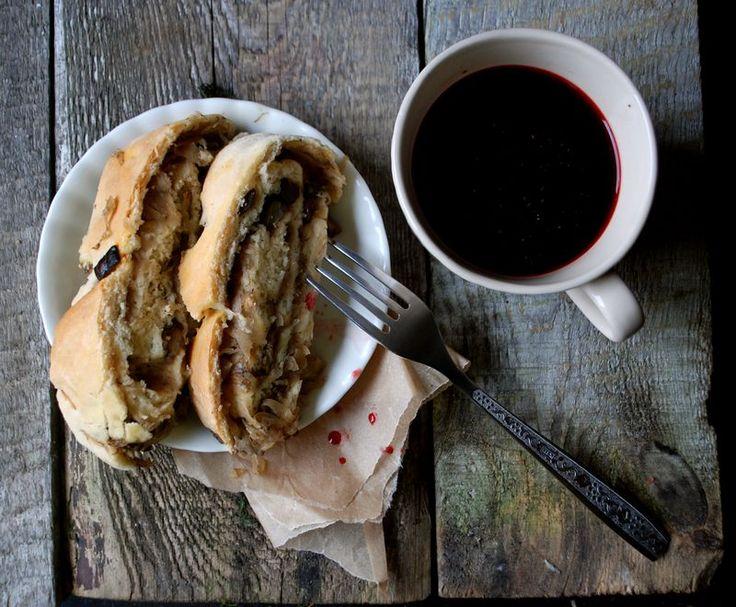 Smaki podlaskiego: kulebiak z kapustą i leśnymi grzybami Flavours of Podlasie: pie with cabbage and wild mushrooms