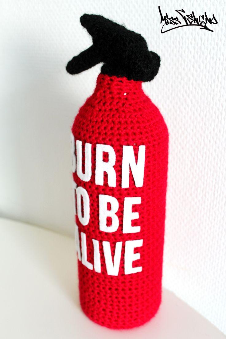 """Extincteur au crochet """"Burn to Be Alive""""  Tous droits réservés - Miss Veneno"""
