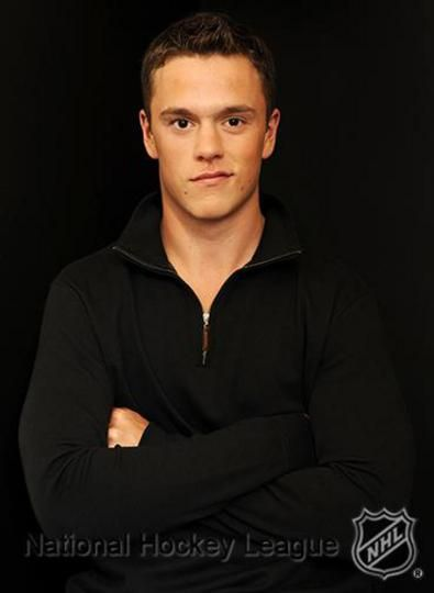 Chicago Blackhawks - Jonathan Toews Wins face offs like it's his job. Oh wait. It is. Dominates face offs like it's NBD.