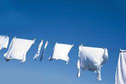 Weiße Textilien bekommen oft einen Grauschleier