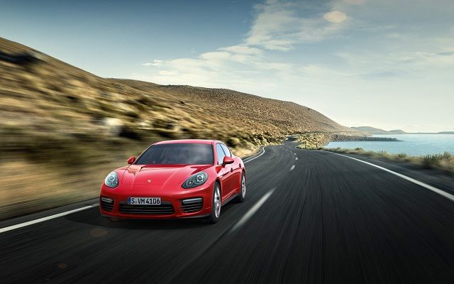 Porsche is a model that defines luxurious and course and so it has confirmed with it's new 2017 #Porsche #Panamera.