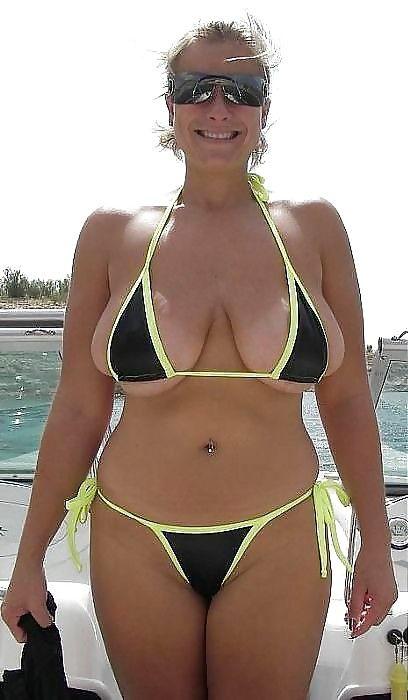 Hot tasteful asian nude women posing