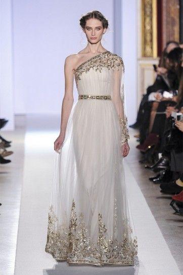 Vestito bianco e oro monospalla di Zuhair Murad