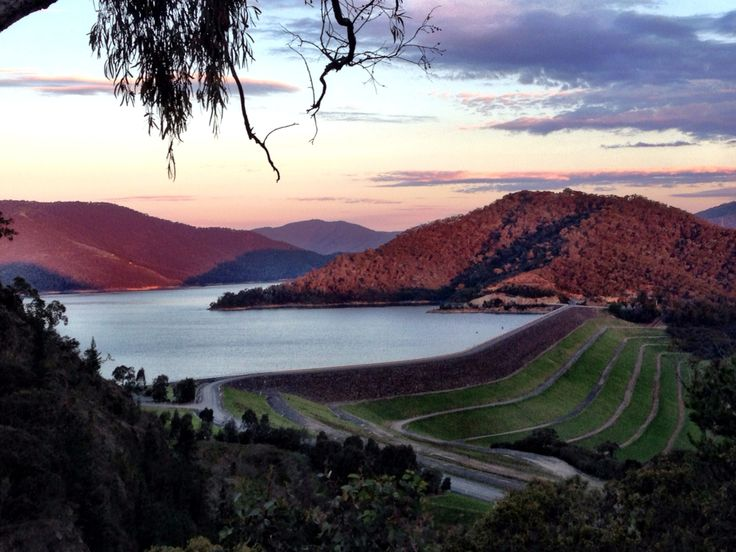 Easts lookout point over the #damwall #lakeeildon