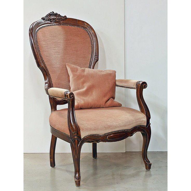 старинное кресло с подушкой 🚂Бельгия #ХХ век 👛 32 000 руб 👆размер 64 x 74 x 105 cm ☎ +7952 2884944, +7911 9662986 🌍www.bufettaburet.ru #кресло#лампа#Кресло#винтаж##стол#Зеркала#зеркало#подарок##бюро#секретер#стол#стул#фарфор#стол#кресло##гостиная#стол#стул#кресло# #мебель #антиквариат #антик #ретро #антиквариатмосква #антиквариатспб #антикварнаямебель #винтажнаямебель #коллекционирование #искусствовинтерьере #элитнаямебель #винтажныймагазин #буфеттабурет #bufettaburet