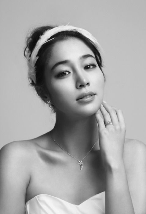 pinterest.com/fra411 #asian #beauty - Lee min jung