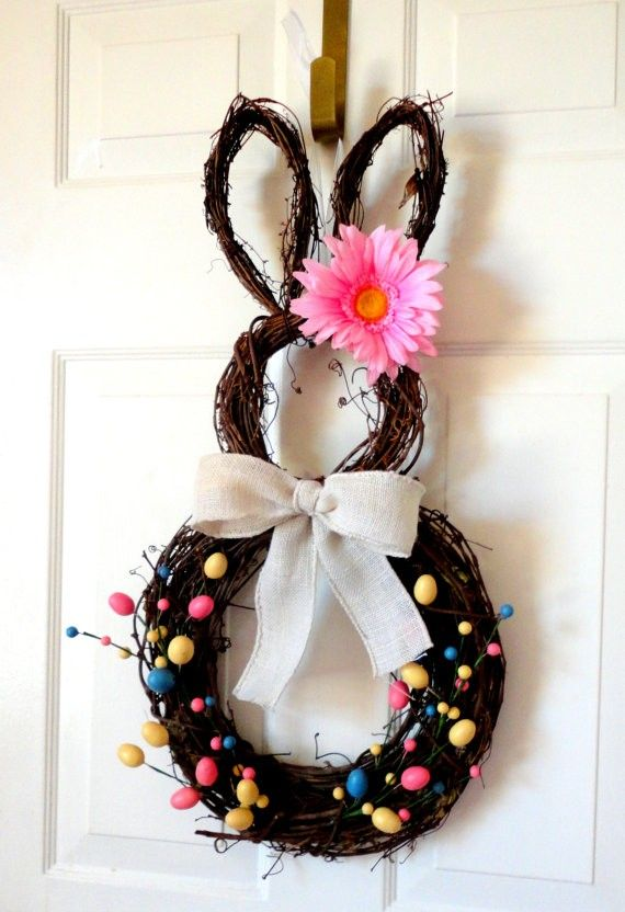 Easter Bunny door wreath, Easter Door Decoration, DIY Easter craft ideas, Easter party decorations  #Easter #ideas #holiday www.loveitsomuch.com