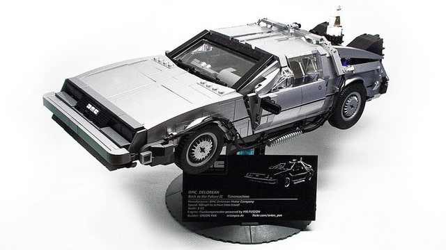 Best looking Lego DeLorean yet.