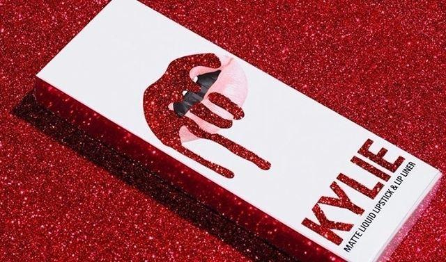 Kylie Jenner anunciou mais uma novidade da sua linha de cosméticos (@kyliecosmetics). Vem aí uma coleção especial para o Valentine's Day comemorado no dia 14 de fevereiro com novos batons sombras e blushes. Disponível a partir do dia 2 no site da marca (via @mariaclarapovia )  via MARIE CLAIRE BRASIL MAGAZINE OFFICIAL INSTAGRAM - Celebrity  Fashion  Haute Couture  Advertising  Culture  Beauty  Editorial Photography  Magazine Covers  Supermodels  Runway Models