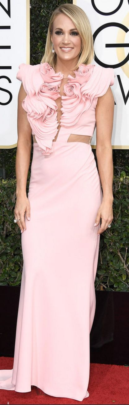 Who made Carrie Underwood's pink ruffle gown, jewelry, clutch handbag, and silver sandals?