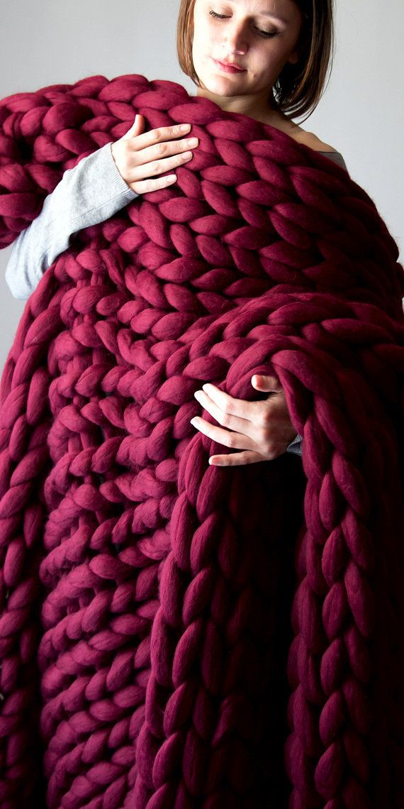 Chunky knit Blanket. Knitted blanket. Merino Wool Blanket. Bulky Blanket. Extreme Knitting, burgundy blanket