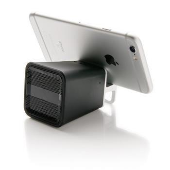 Speaker Bluetooth mod.P326.685. Passa il tuo tempo libero con gli amici ascoltando musica e bevendo drinks grazie a questo speaker Bluetooth dal design particolare. Autonomia di 4 ore mentre il numero di bottiglie che puoi aprire è illimitato. Portata 10 metri. Tecnologia Bluetooth 4.1. Speaker da 2W con griglia in metallo e corpo in silicone. Batteria da 250 mAh. Utilizzabile anche per rispondere alle chiamate telefoniche con funzione vivavoce.