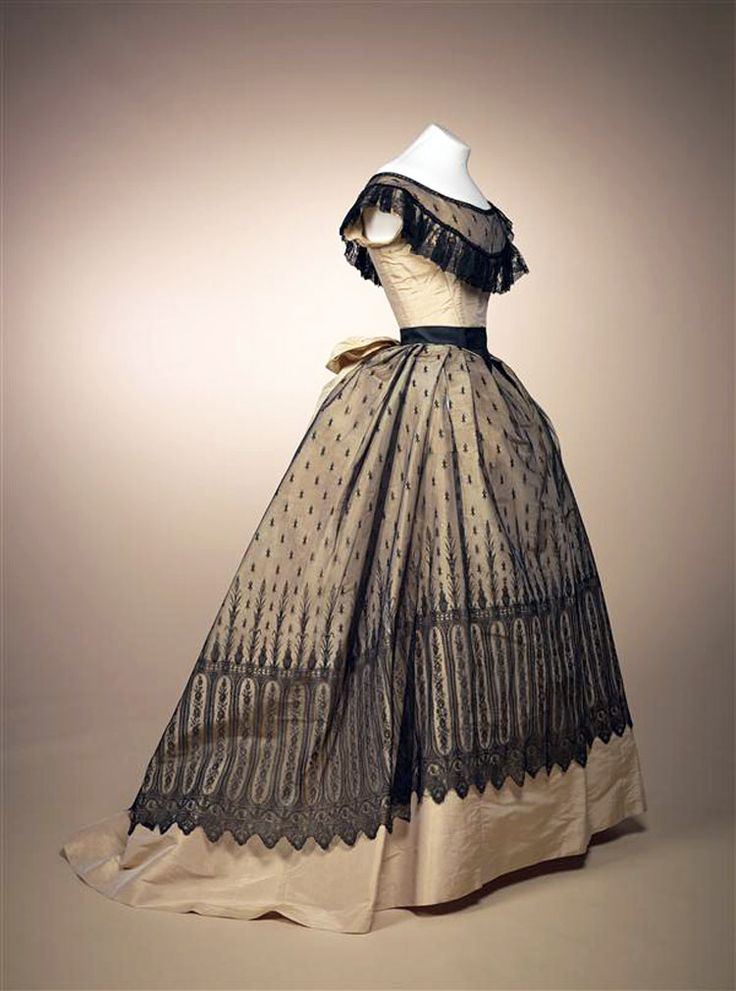 Ball gown, French, 1868. Champagne-colored silk gros de tours with black machine Chantilly lace. Gemeentemuseum den Haag via Europeana Fashions                                                                                                                                                                                 Más