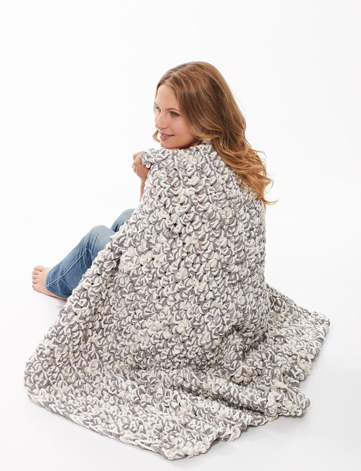 Super cozy blanket that you can make using just your fingers!