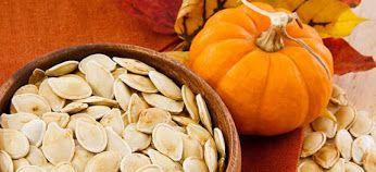 Você conhece o potencial da semente de abóbora para sua saúde? As sementes de abóbora podem combater doenças cardiovasculares, ter ação vermífuga, reduzir os níveis de colesterol, melhorar a saúde masculina e feminina, reduzir o risco de câncer (mama e próstata) e até trazer benefícios estéticos. Confira em detalhes tudo sobre a semente de abóbora em nosso blog! https://www.relvaverde.com.br/saude/beneficios-da-semente-de-abobora