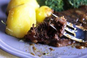 I love stoofpotjes! Deze gestoofde sucadelappen is weer zo'n heerlijk makkelijk gerecht. Het vlees is mals, zacht en valt uit elkaar. Een aanrader!