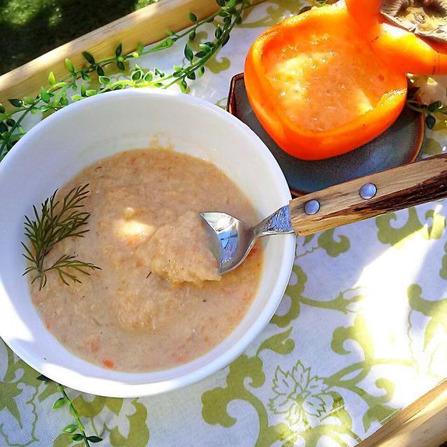旦那様の作る 特別スープ3  ディルの香る鮭のスープ♪玉ねぎ 人参 などの野菜をコトコト。 鮭も入れてコトコト。 そのあとフープロでガーっ♪ 今日は気分転換も兼ねて お外でご飯♪お天気が気持ち良い~~♪そしてスープも美味し~い(*^^*)最高♪ - 72件のもぐもぐ - 鮭と野菜の食べるスープ ( ॢ•ω-ॢ)-♡ by 0614yu