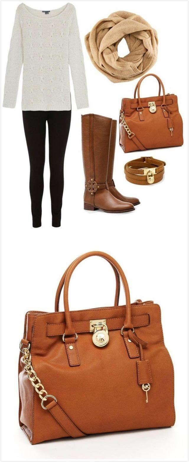 herbst-outfit zusammenstellen weißer pullover leggings loop schal cognac stiefel tasche