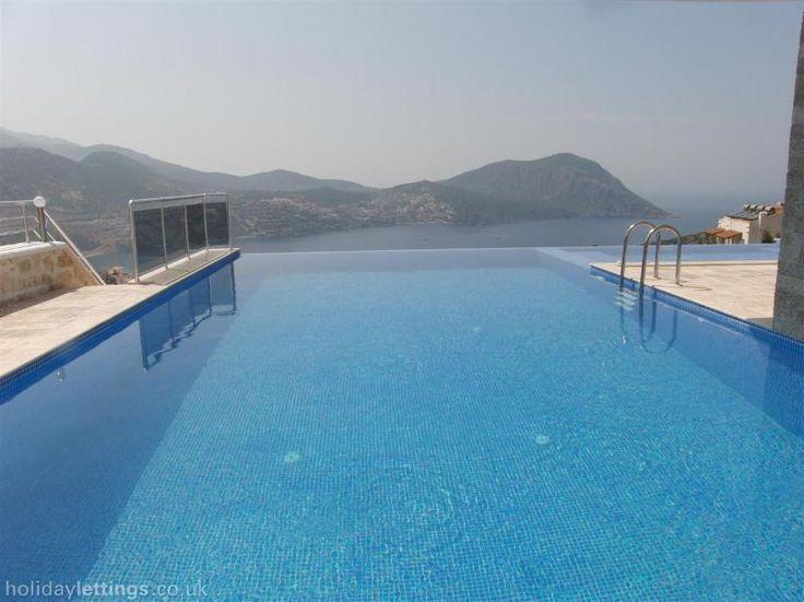 Infinity Pool and Jacuzzi Ferienhaus Türkei