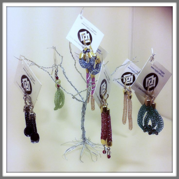 I made this wire tree as a jewellery display