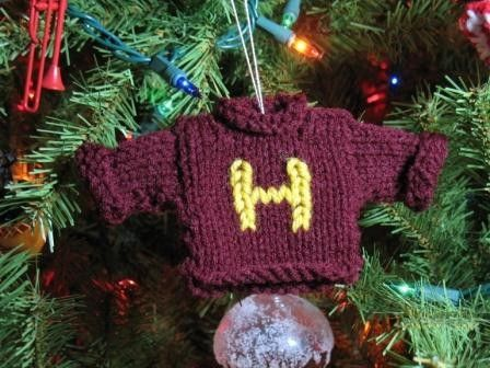 This sweater ornament is an ideal gift for Harry Potter fans of all ages. This sweater can be customized with any initial, or with an H for