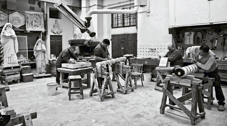Settecento anni di Bottega  A due passi da Piazza del Duomo, in via dello Studio, sorge un luogo che sa di passato, un luogo in cui ancora oggi si respira l'aria della vecchia bottega d'arte fiorentina.  http://operaduomo.firenze.it/blog/posts/settecento-anni-di-bottega