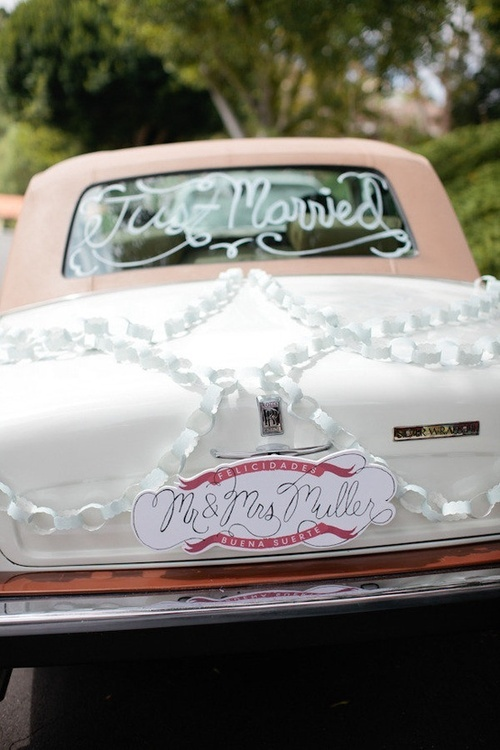 Great idea for a wedding car getaway! Image via For Your Happily Ever After on Tumblr.
