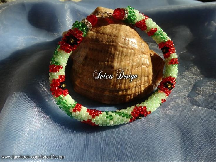Poppy bead crochet bracelet <3 Follow me on my Facebbok page:https://www.facebook.com/IvicaDesign/ And buy my jewelrys on:https://porteka.com/hu/ivica#