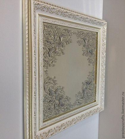 Купить или заказать Зеркало настенное, настольное Серебряный иней в интернет-магазине на Ярмарке Мастеров. Зеркало с росписью в стиле барокко, обрамление - багет из пластика. Прекрасно подойдет для спальни, холла. Возможно изготовление зеркала с росписью золотом в багете с позолотой. Не подходит по размеру? Возможно изготовление по Вашим размерам, форма нарисованного мотива трансформируется под пропорции зеркала.