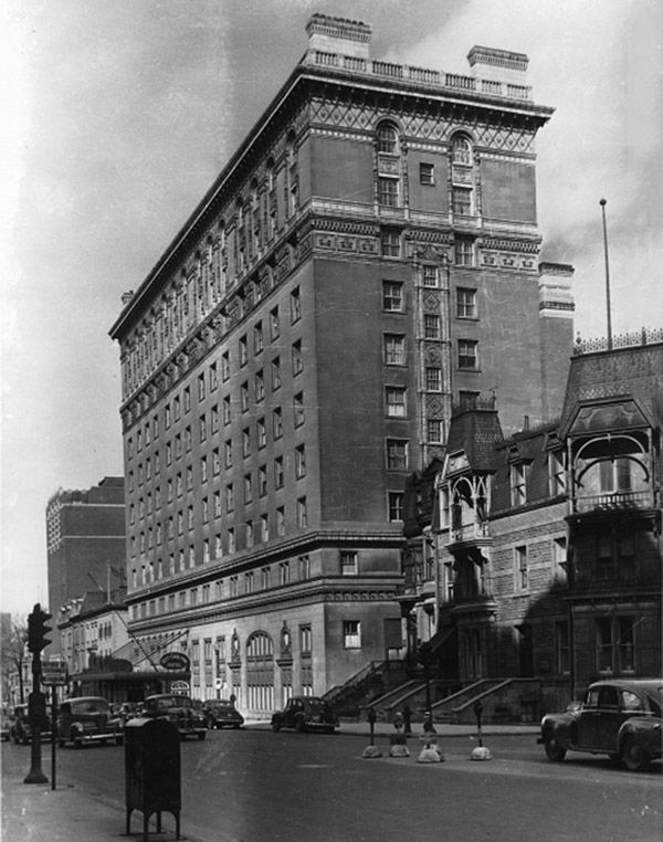 Hôtel Ritz Carleton, rue Sherbrooke, Montréal, QC, vers 1938.