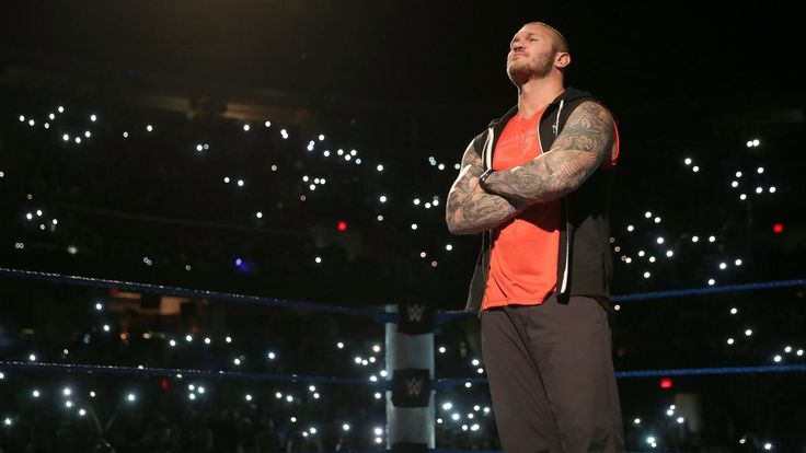 Bray Wyatt challenges Randy Orton: photos