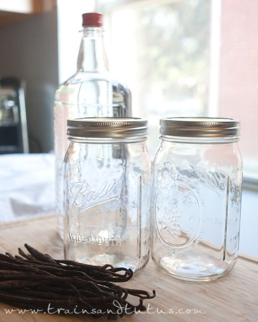 Make Your Own: Vanilla Extract :) #Potluck: Homemade Stuff, Diy Cleaning, Cousin, Cooking Tips, Homemade Vanilla Extract, Cleaning Products, Favorite Recipes, Yummy Cooking, Vodka Bottle