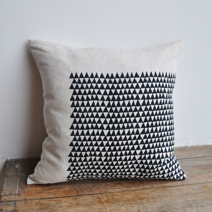 I want to DIY this PILLOW SQUARE