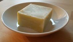 savon huile d'olive thym citron Je créé mes recettes de savon à partir de la fiche saponification à froid d'Aroma zone, qui propose un calculateur très bien fait. C'est également sur ce site que je commande une partie des produits et le matériel nécessaire,...